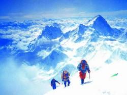 Власти Непала обвинили альпинистов в загрязнении Эвереста фекалиями
