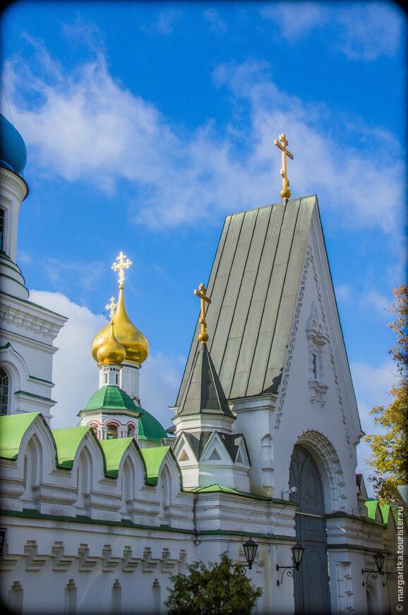 В 1674 году возводится еще один каменный храм - в честь преподобного Сергия Радонежского. В это же время во владение монастыря передана часовня в Москве между Неглинскими воротами (с 1680 года переименованными в Воскресенские), известная впоследствии как Иверская. Здесь в 1669 году был поставлен привезенный с Афона второй список Иверской иконы Божией Матери, сделавшийся вскоре одной из самых почитаемых русских святынь