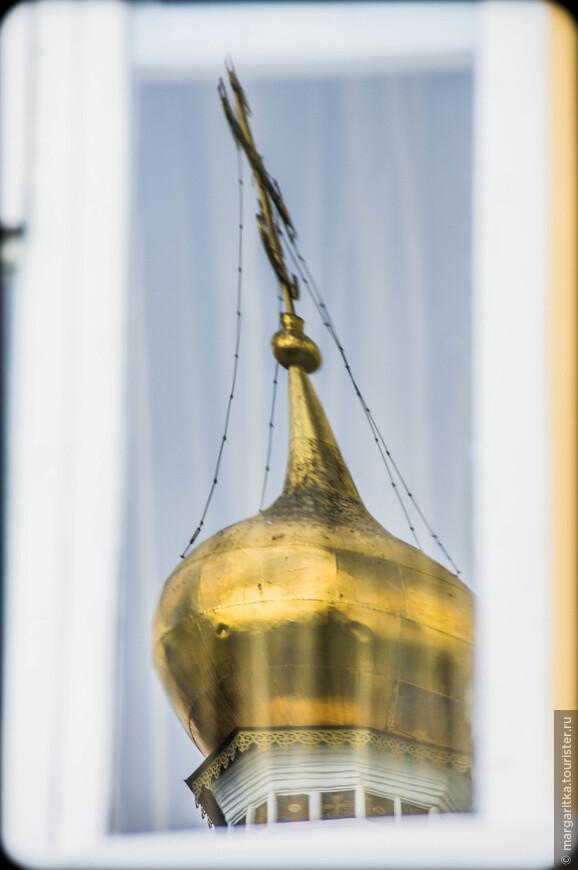 отражение луковки  Колокольни с церковью Успения Пресвятой Богородицы