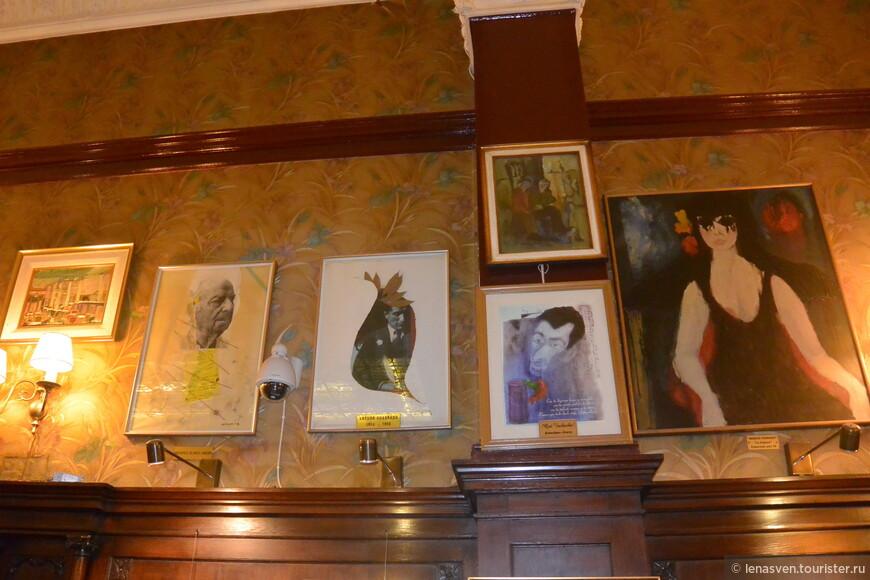 Желтоватые старые фото и рисунки на стенах...