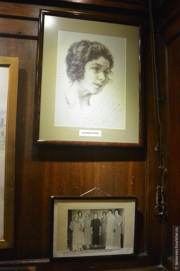 Альфонсина Сторни, поэтесса, феминистка, была завсегдатаем этого кафе и кафешных посиделок.