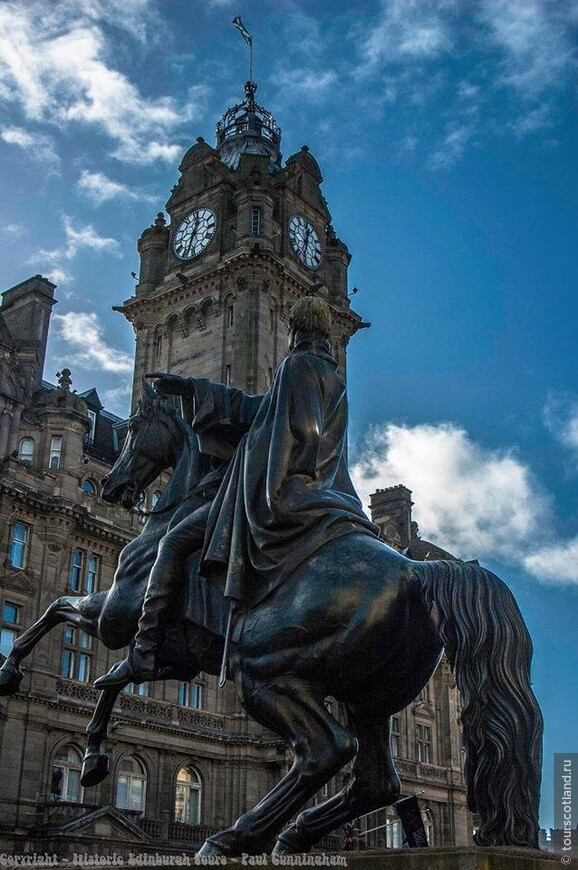 Герцог Веллингтонский на своем коне Копенгагене. Эдинбург.