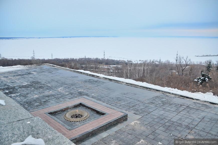 06. Вечный огонь и панорама на замерзшую Волгу.