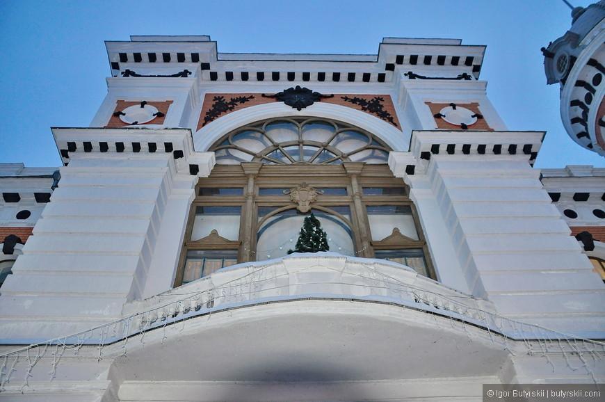 15. В административном квартале есть много интересных зданий.