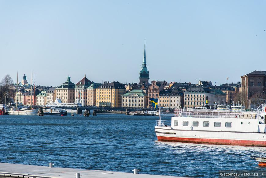 Прогуливаться по центру Стокгольма одно удовольствие) Архитектура, дома, выкращенные в яркие краски, вода, мосты...