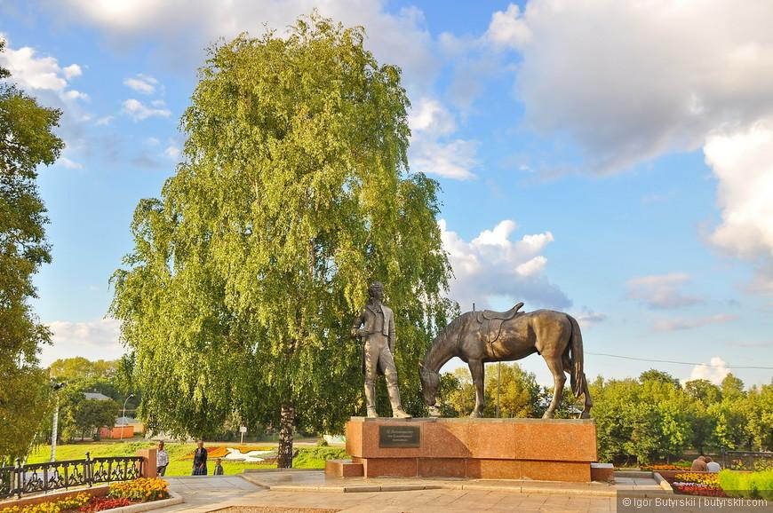 06. Памятник Батюшкову от потомков, первый раз такое вижу. Здорово!