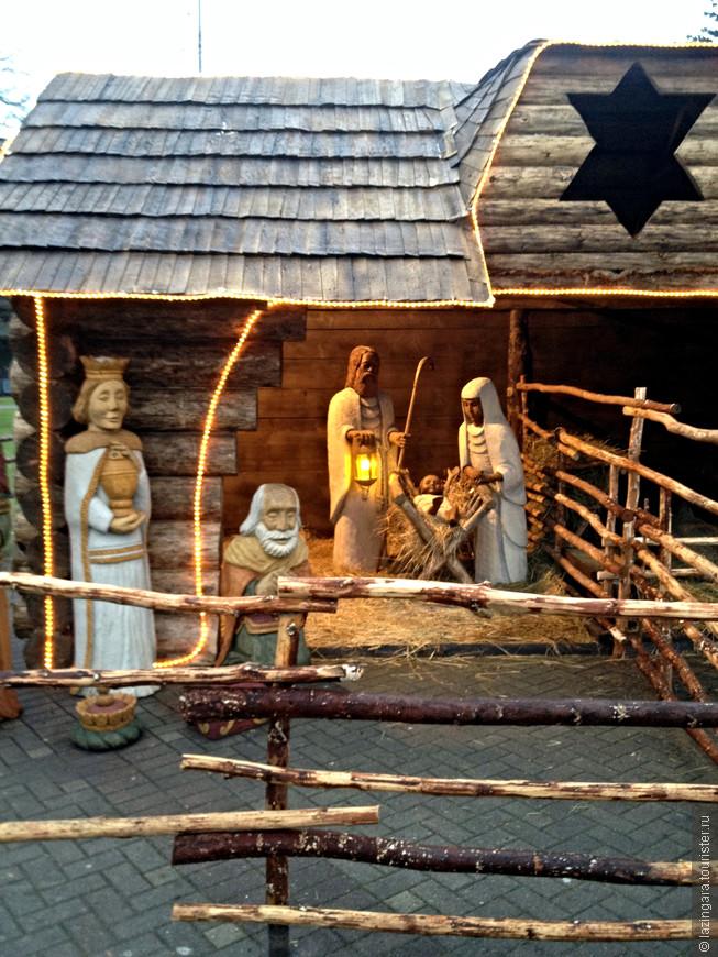 Успели увидеть рождественский вертеп с фигурами в человеческий рост и настоящими овечками