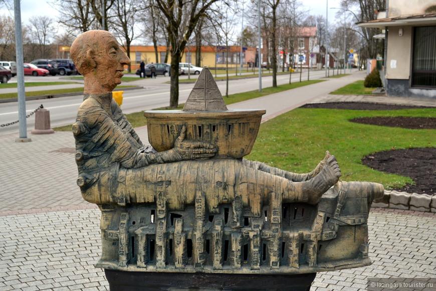 Одна из скульптур на Вильнюсской аллее