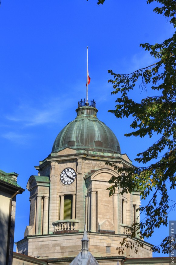Мне запомнится Квебек прежде всего невероятно-голубым небом в обрамлении яркой листвы.