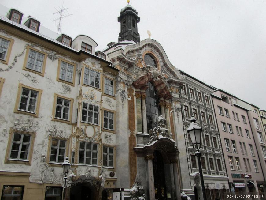 Совсем рядом с Зендлингскими воротами находится церковь святого Иоанна Непомука.