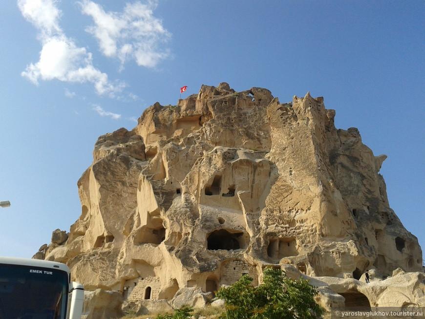 Крепость Учхисар. Вид снизу.