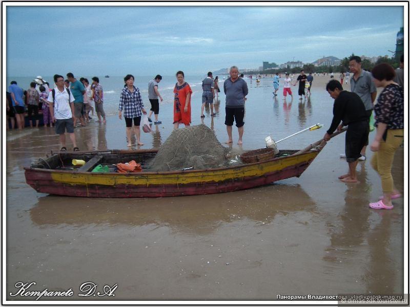 Эти рыбаки выходят в море еще до рассвета на сшитых из пальмовых досок  лодках
