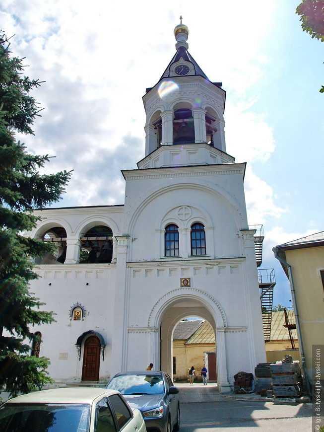 11. Богородице-Рождественский мужской монастырь. Рядом с собором возвышается колокольня - это тоже новое здание, колокольня, возведенная в 1654 году, не сохранилась.