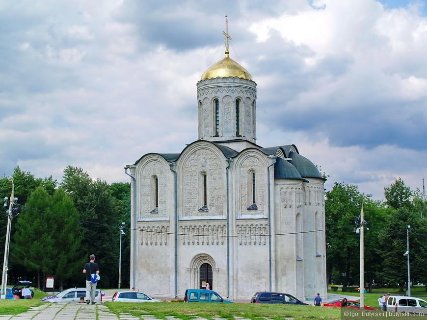 20. Дмитриевский собор построен в 1194—1197 годы. В настоящее время собор находится в ведении Владимиро-Суздальского музея-заповедника и открыт как музейная экспозиция.