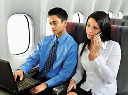 Авиакомпания обратилась в Минтранс с просьбой отменить запрет на пользование мобильными устройствами во время полета