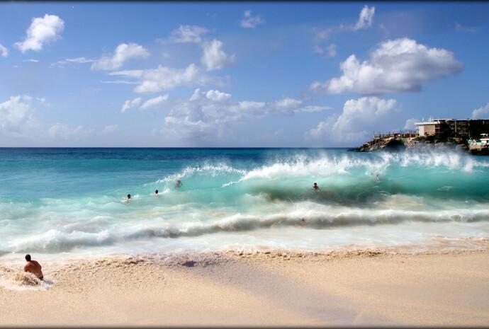 Под крылом самолета или самый известный Карибский пляж