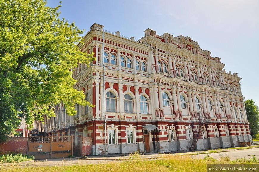 10. Некоторые исторические здания Курска нуждаются в ремонте, может с первого взгляда это и не заметно, но при лучшем изучении – видно сразу.