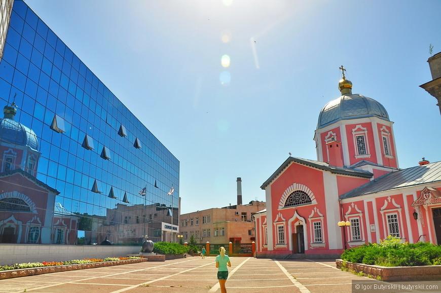 18. Вот они реалии российской провинции и её архитектуры. Один кадр показывает «рост» русского строительства.