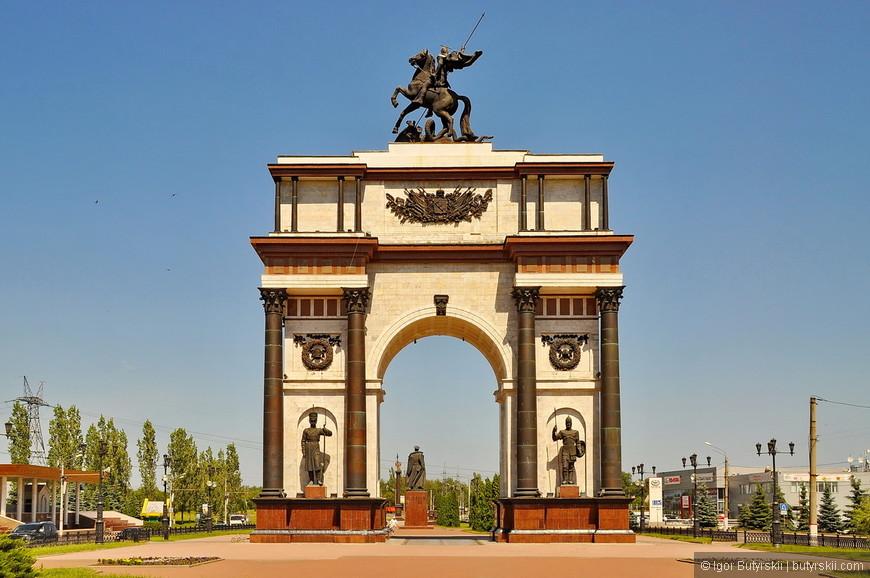 23. Курская триумфальная арка (ворота) – одна из основных достопримечательностей города, единственная проблема, для меня, это ее местонахождения – в спальных районах на окраине города.