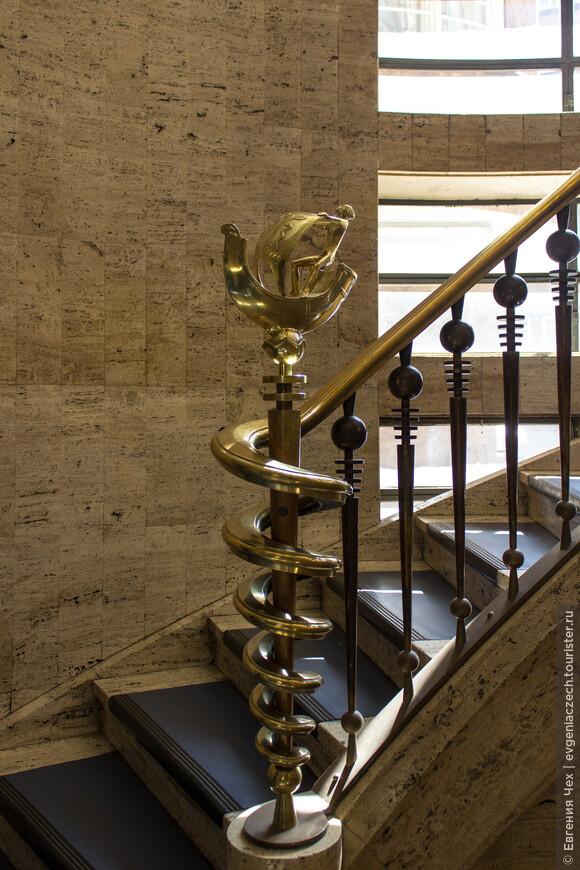 На внутренней лестнице