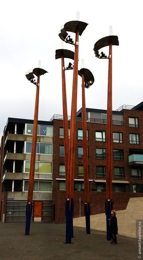 современная архитектура отразилась и на фонарях :)