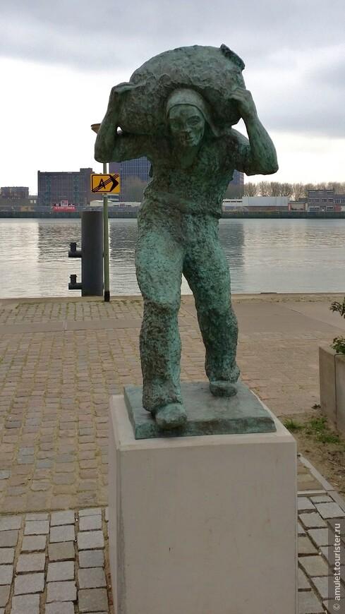 Роттердам - город, который был разрушен и полностью восстановлен и заново отстроен после Второй Мировой войны