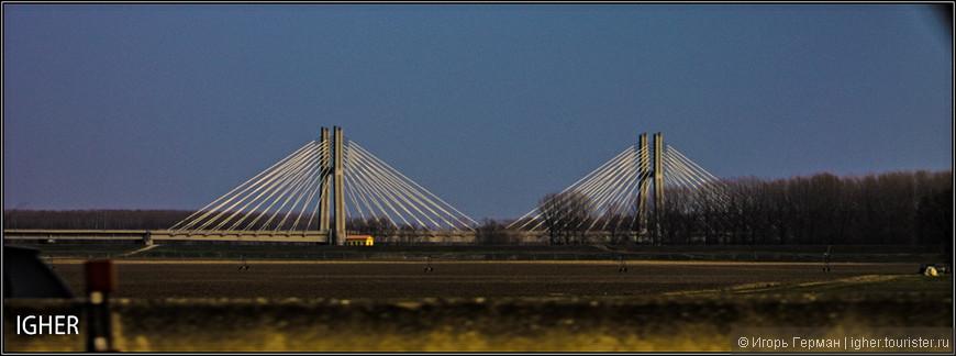 мост через реку По в самом начале поездки...фото сделано на ходу при скорости 120 км