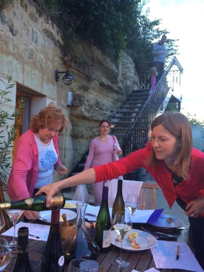 дегустация вин луары в сочетании с блюдами в трогло-домике, спрятанным в виноградниках и дарящий чудесный вид на Луару