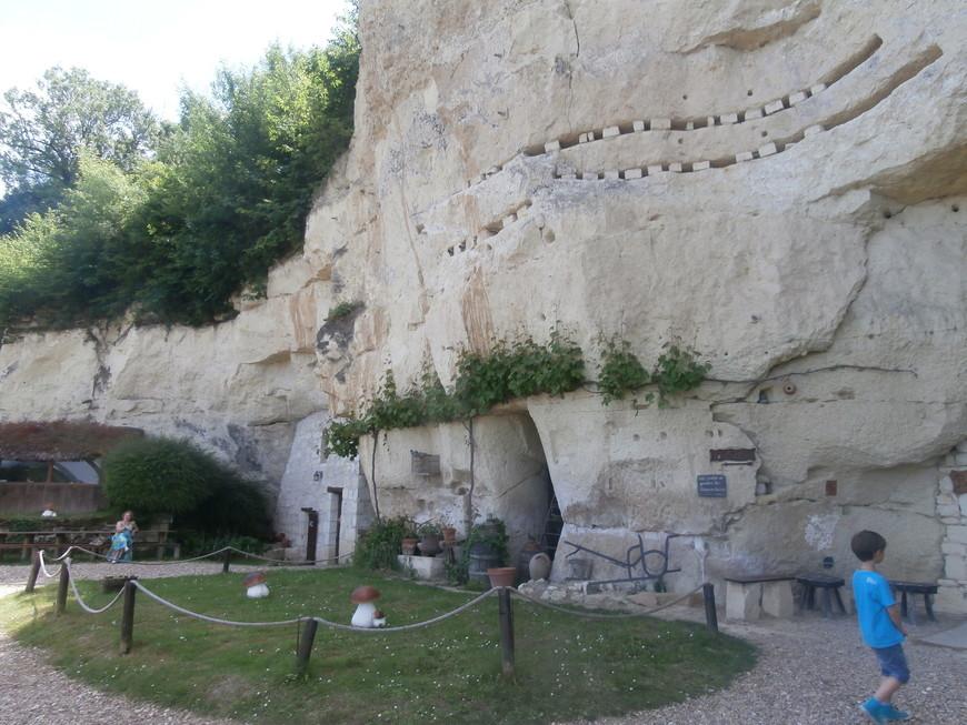 Ресторан в пещере трогло и музей шампиньонов при нём же