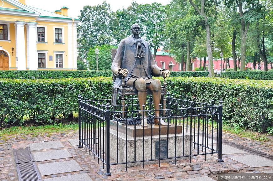 07. В 1991 году на территории Петропавловской крепости установлен памятник Петру Великому работы скульптора Шемякина.