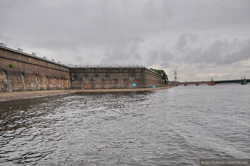 21. 8 ноября 1925 года Ленинградский совет постановил разрушить Петропавловскую крепость, а на её месте построить стадион, но это решение было вскоре отменено.