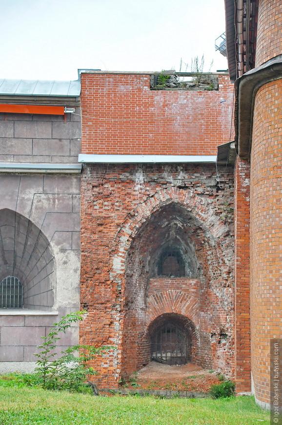 25. Некоторые элементы требуют восстановления, но только реставрации, а не нового строительства поверх старого.