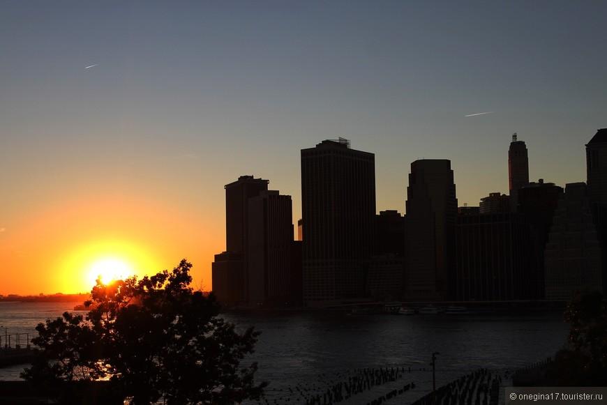Конечно, провожать уходящий день лучше всего с видом на Манхэттен.
