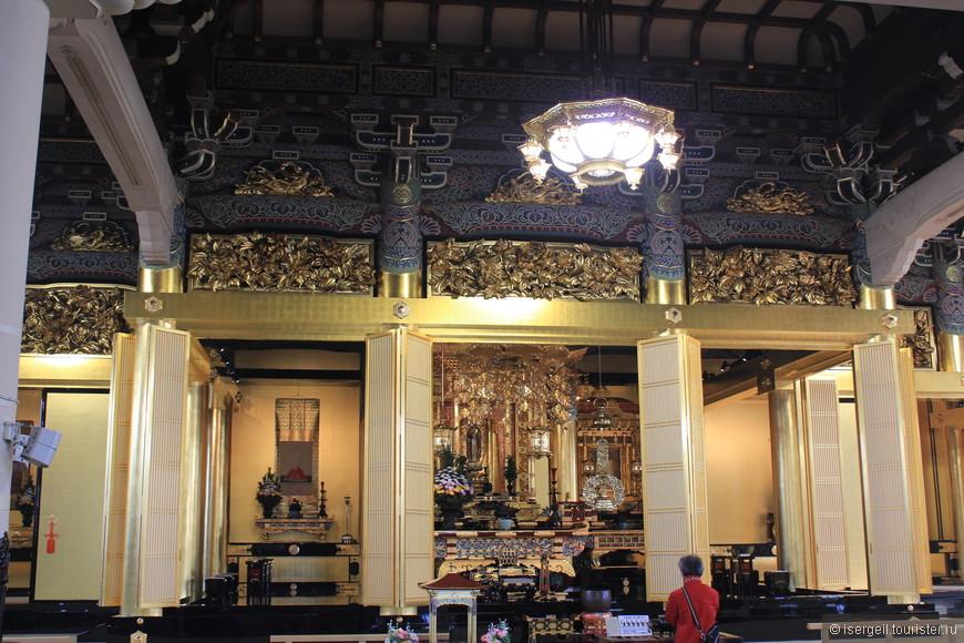 В храме Цукидзи Хонган-дзи
