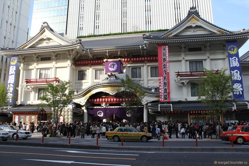 Здание театра кабуки в Гиндзе.