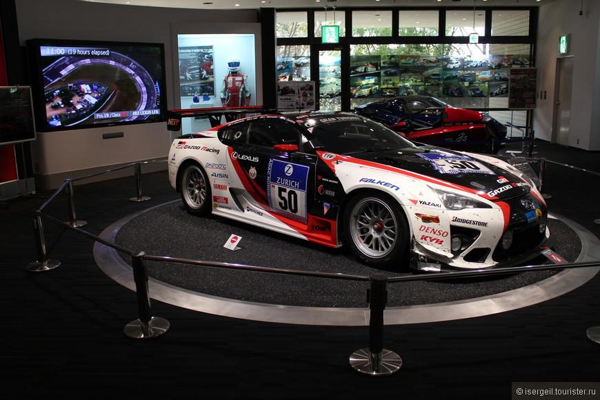 Toyota -  самый известный японский бренд по выпуску автомобилей.