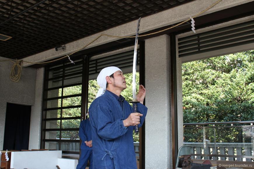 На кузнице по изготовлению знаменитых самурайских мечей.