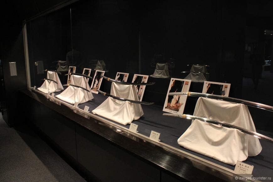 В музее самурайских мечей.