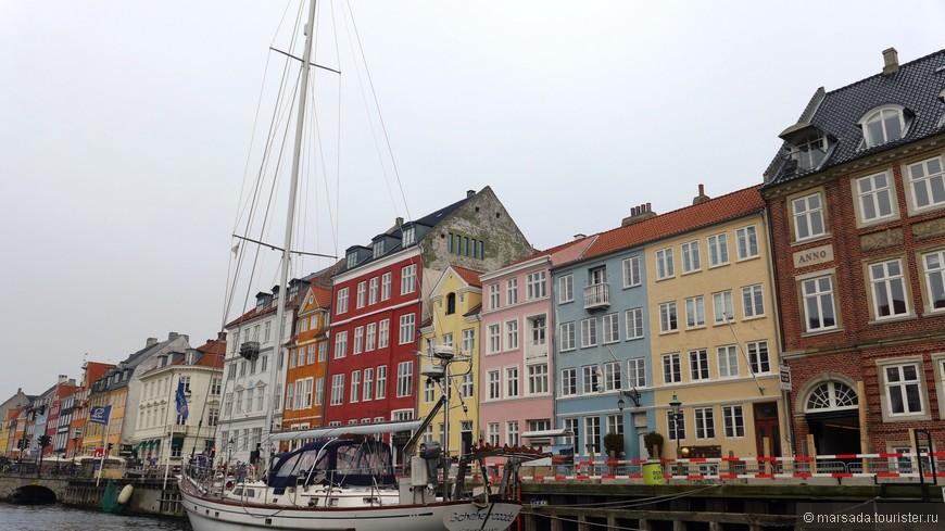 Кстати, некоторые кораблики выполняют роль гостиниц или ресторанов