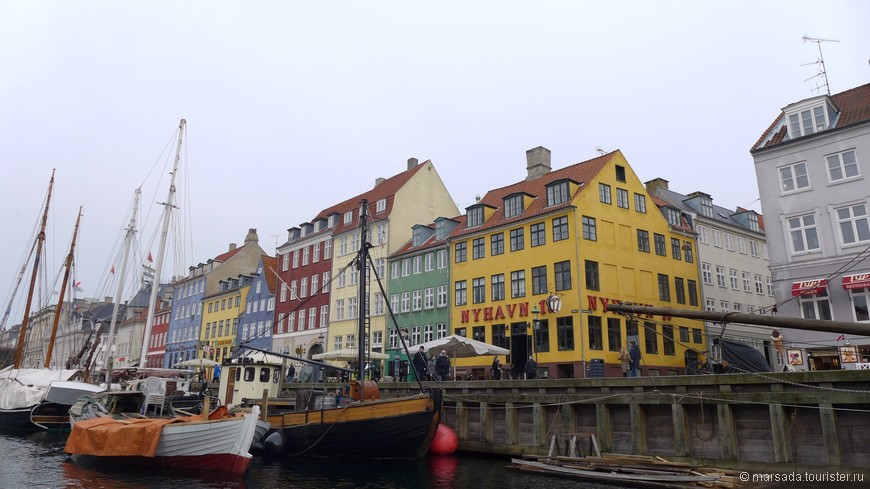 Кстати, в 18-м, 20-м и 67-м домах поочередно пожил всенародно любимый сказочник Ганс Христиан Андерсен.