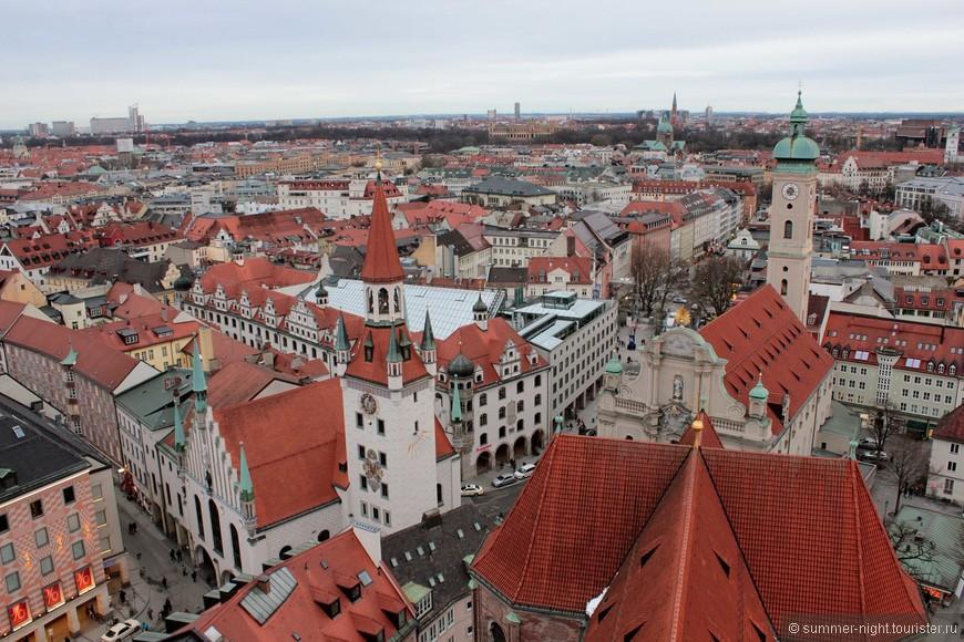 Вид на Старый город со смотровой площадки собора Святого Петра.