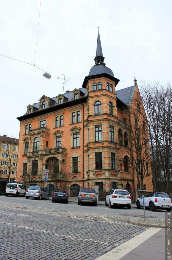 Просто красивый домик. На Шварцхалленштрассе (!)