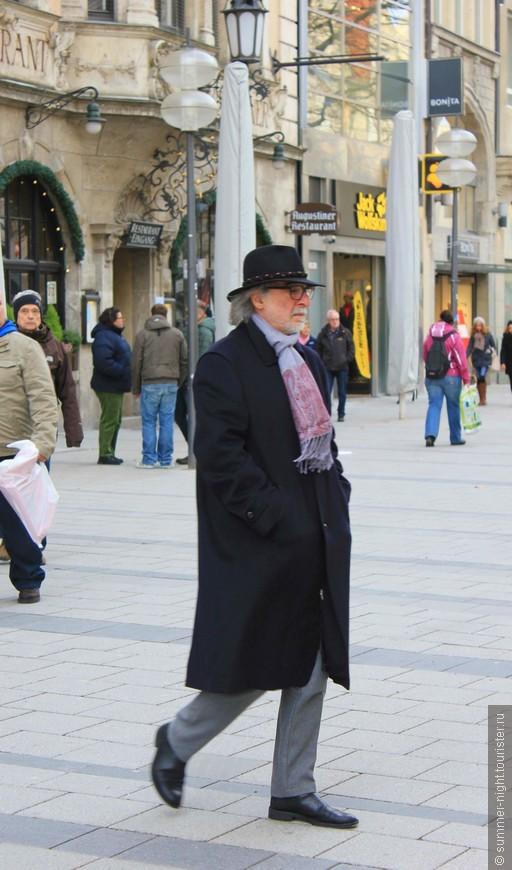 Импозантный мужчина. Сфоткан тайно. :)