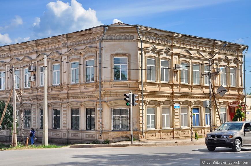 13. Город 18-го века и многие здания об этом напоминают.