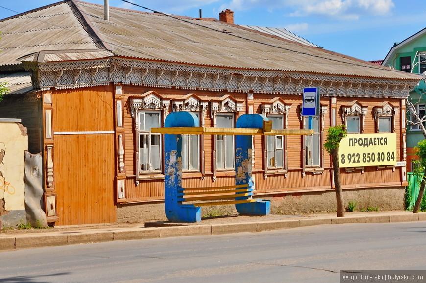 14. Чудесный деревянный дом с резными элементами.