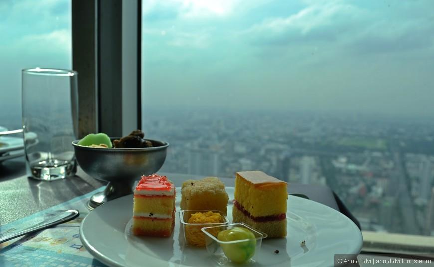 Десерт в ресторане, на крыше отеля Baiyoke Sky