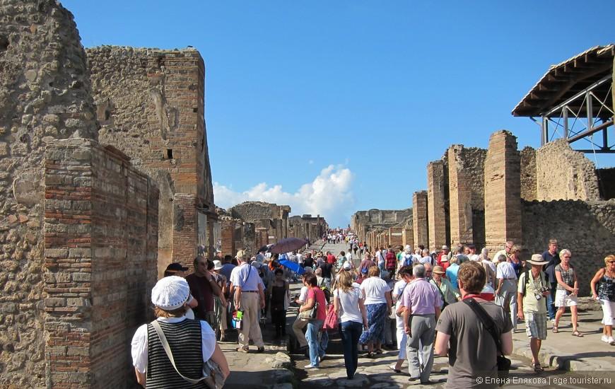 Такие многолюдные улицы Помпей!