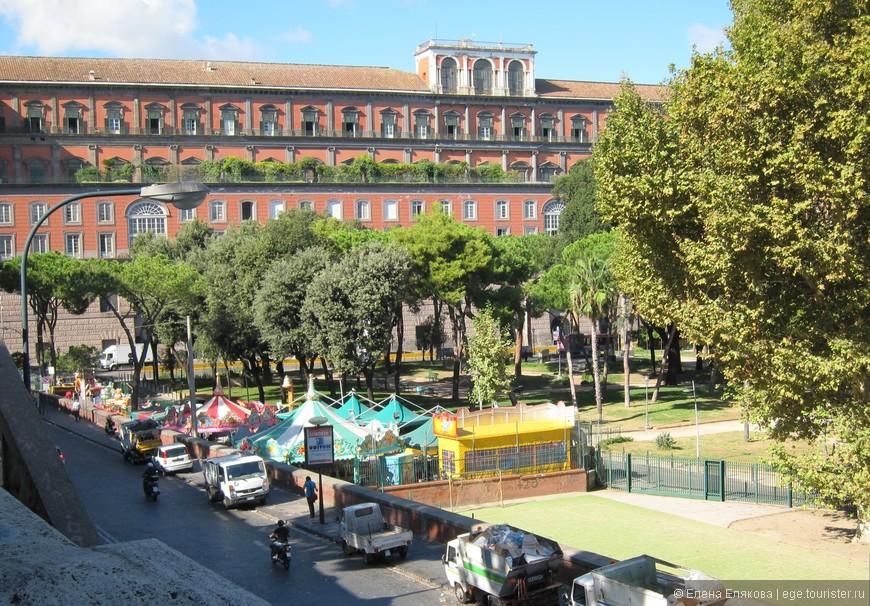Сад  Molosiglio и Королевский дворец