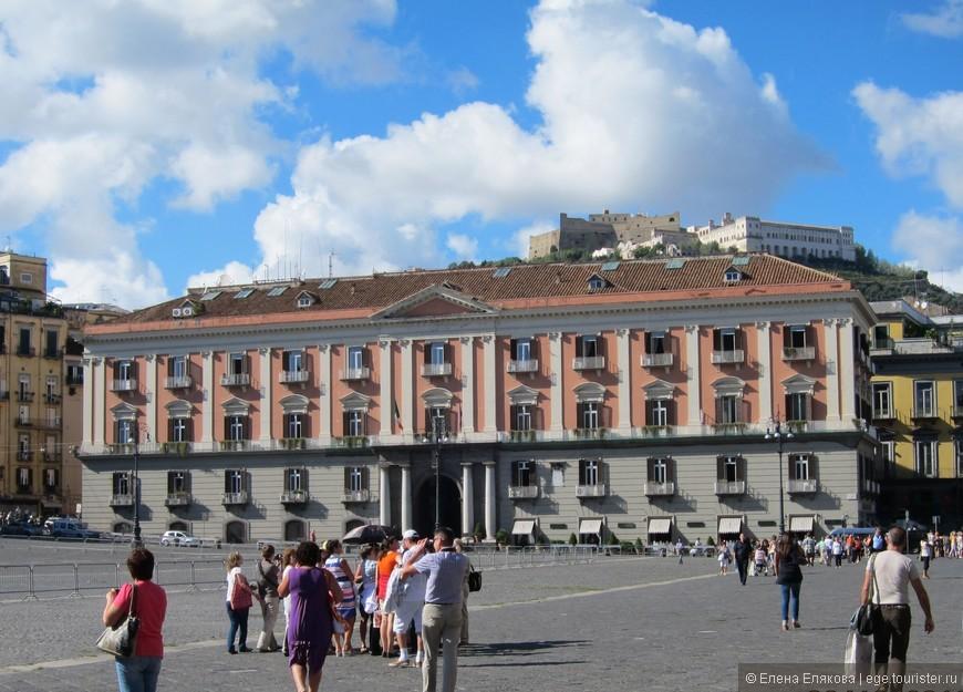 Площадь Плебисцита - префектура Неаполя