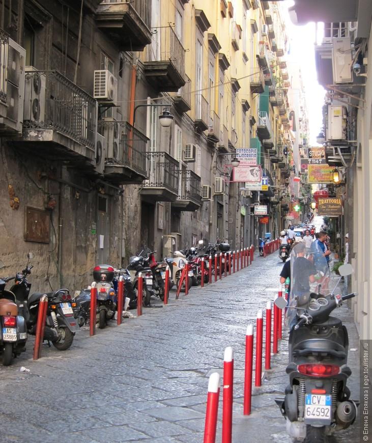 Улица Nardones, идущая от полощади Trieste e Trento